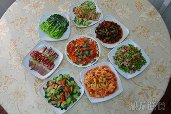 10元套餐菜谱 (二大荤一小荤一素菜、汤、米饭自助)